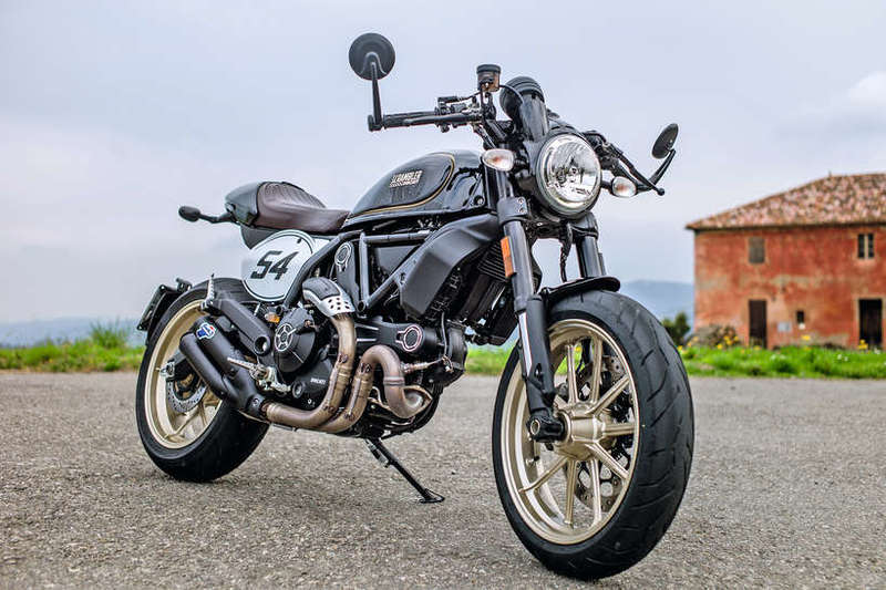 Ducati Scrambler Cafe Racer Vs Triumph Street Cup