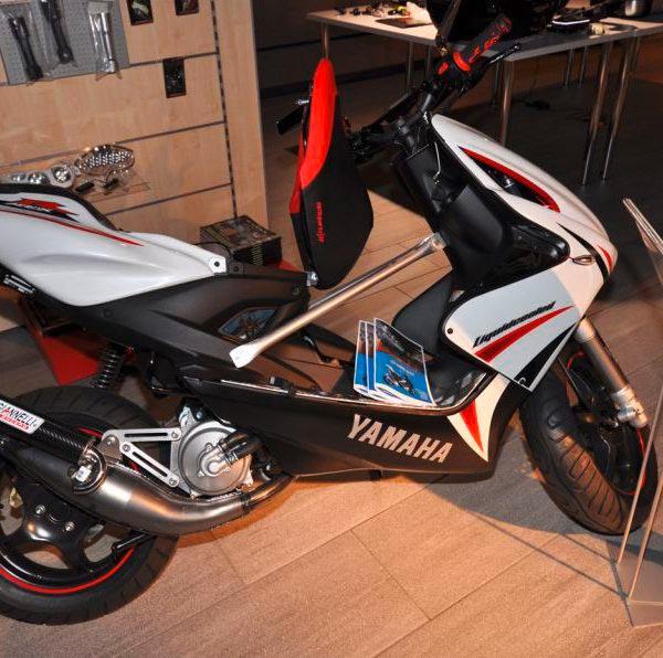 yamaha yq 50 aerox mit soundsystem moto sport schweiz. Black Bedroom Furniture Sets. Home Design Ideas