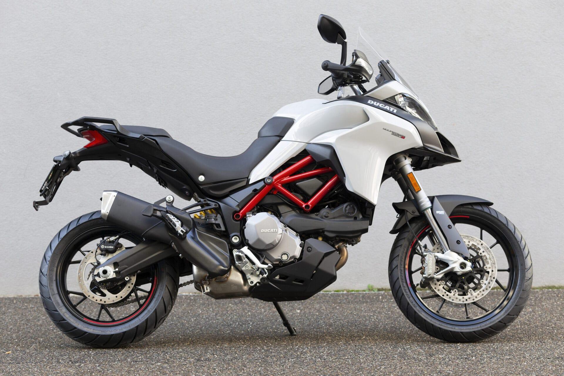 BMW F 900 XR vs S 1000 XR   IAMABIKER - Everything Motorcycle!